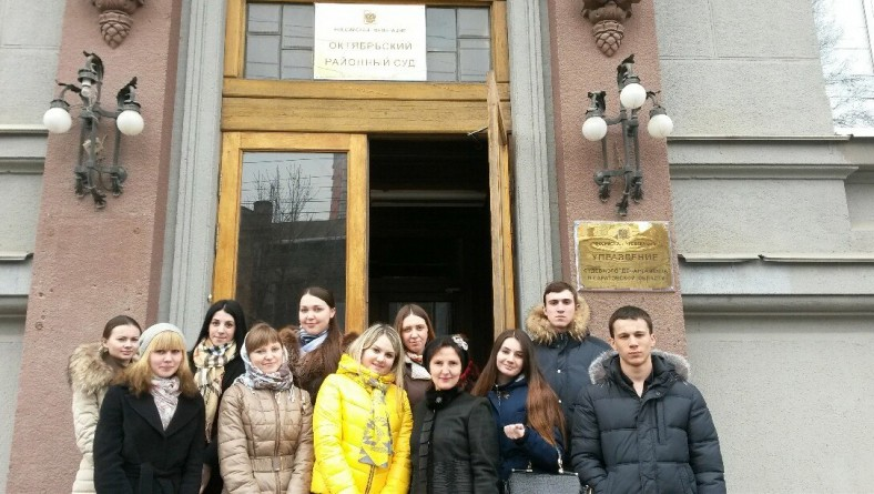 Студенты института посетили Октябрьский районный суд г.Саратова