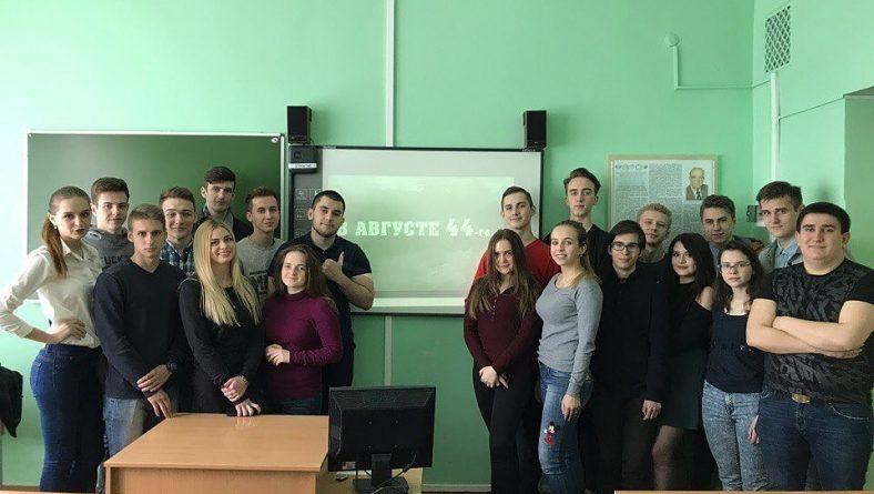 В стенах Саратовской государственной юридической академии прошел традиционный кинопоказ, посвященный 72 годовщине Великой Победы.