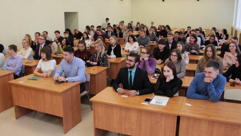 Студенты Института правоохранительной деятельности приняли участие в конкурсе по набору в Малую академию государственного управления Саратовской области
