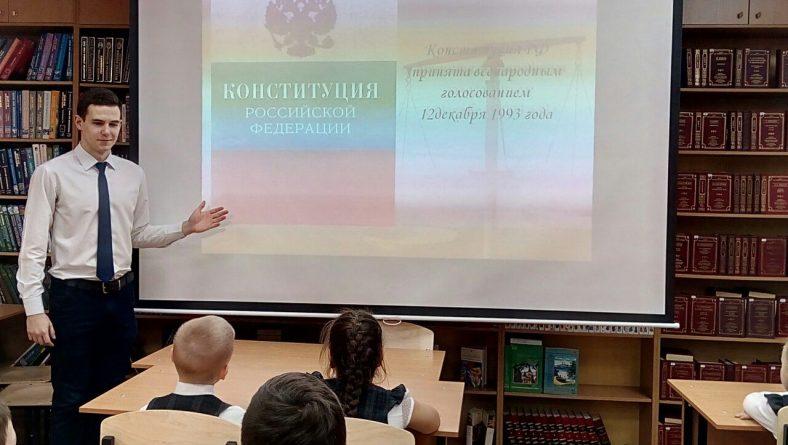 Студенты Института правоохранительной деятельности провели уроки права в школах Саратова