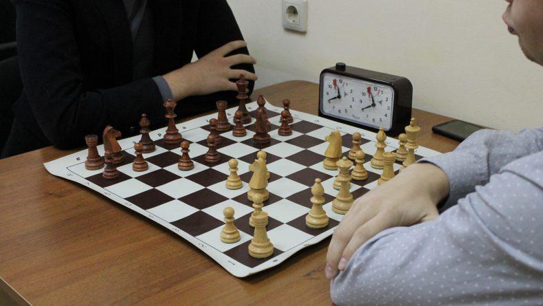 В шахматном клубе Саратовской государственной юридической академии прошли соревнования по шахматам в рамках Спартакиады среди институтов.